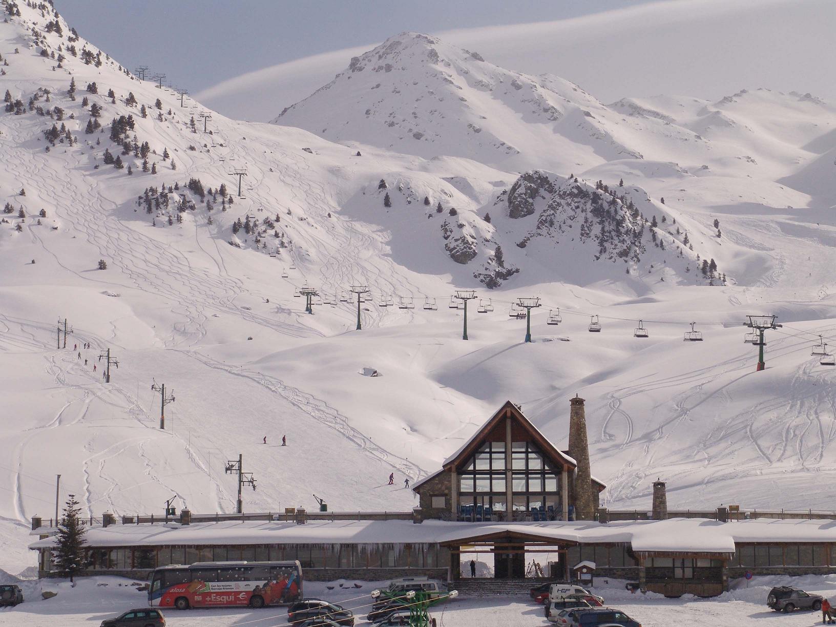 Ski resort spain all ski resorts in spain best spanish for Moderne skihotels
